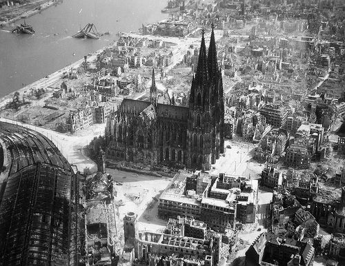 http://norberthaupt.files.wordpress.com/2008/02/cologne-cathedral-1945.jpg